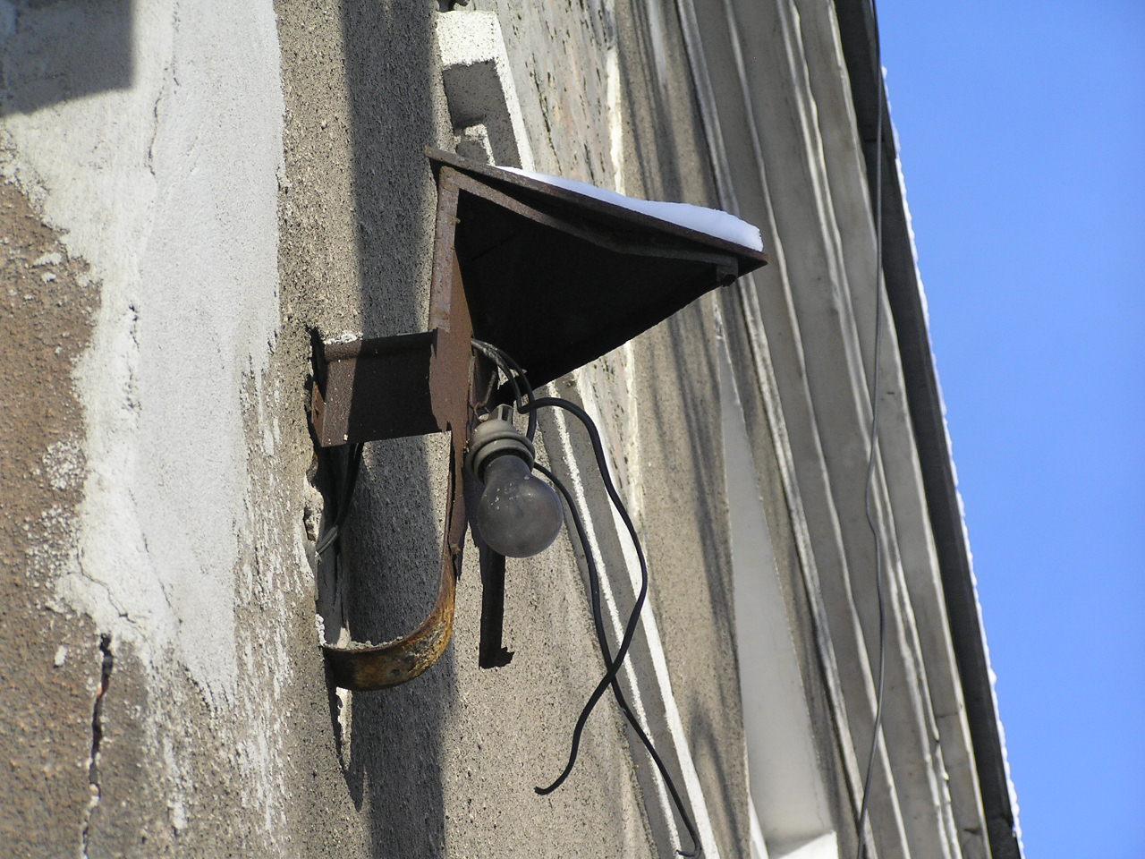 Latarenka adresowa przy ulicy Kawczej 49 na Grochowie