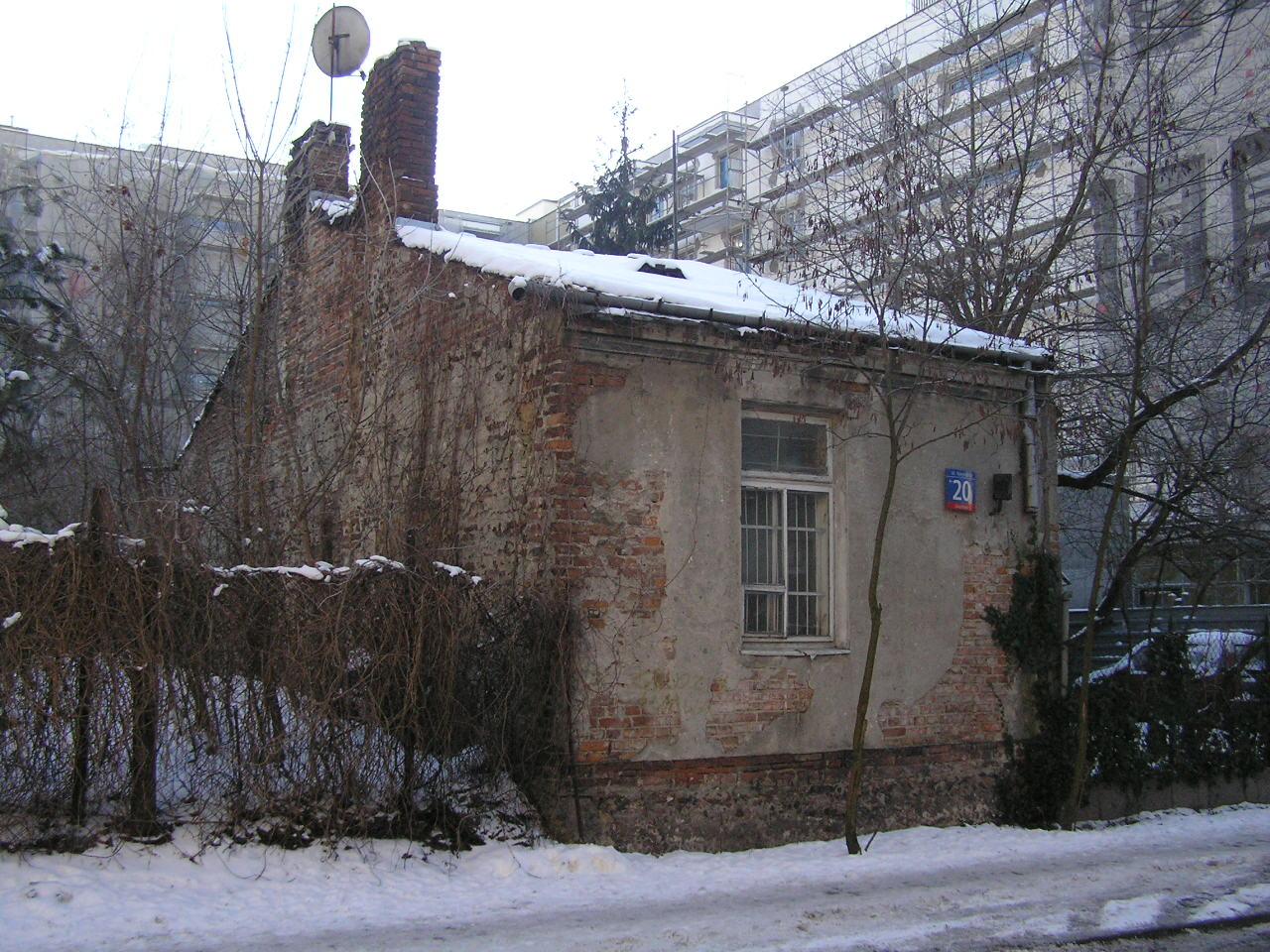 Budynek przy ulicy Korytnickiej 20 na Grochowie