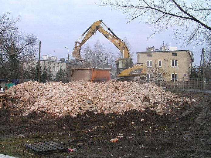 W narożniku Olszynki Grochowskiej i Styrskiej stanie nowy budynek