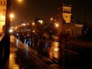 Tłum rowerzystów na ulicach Grochowa