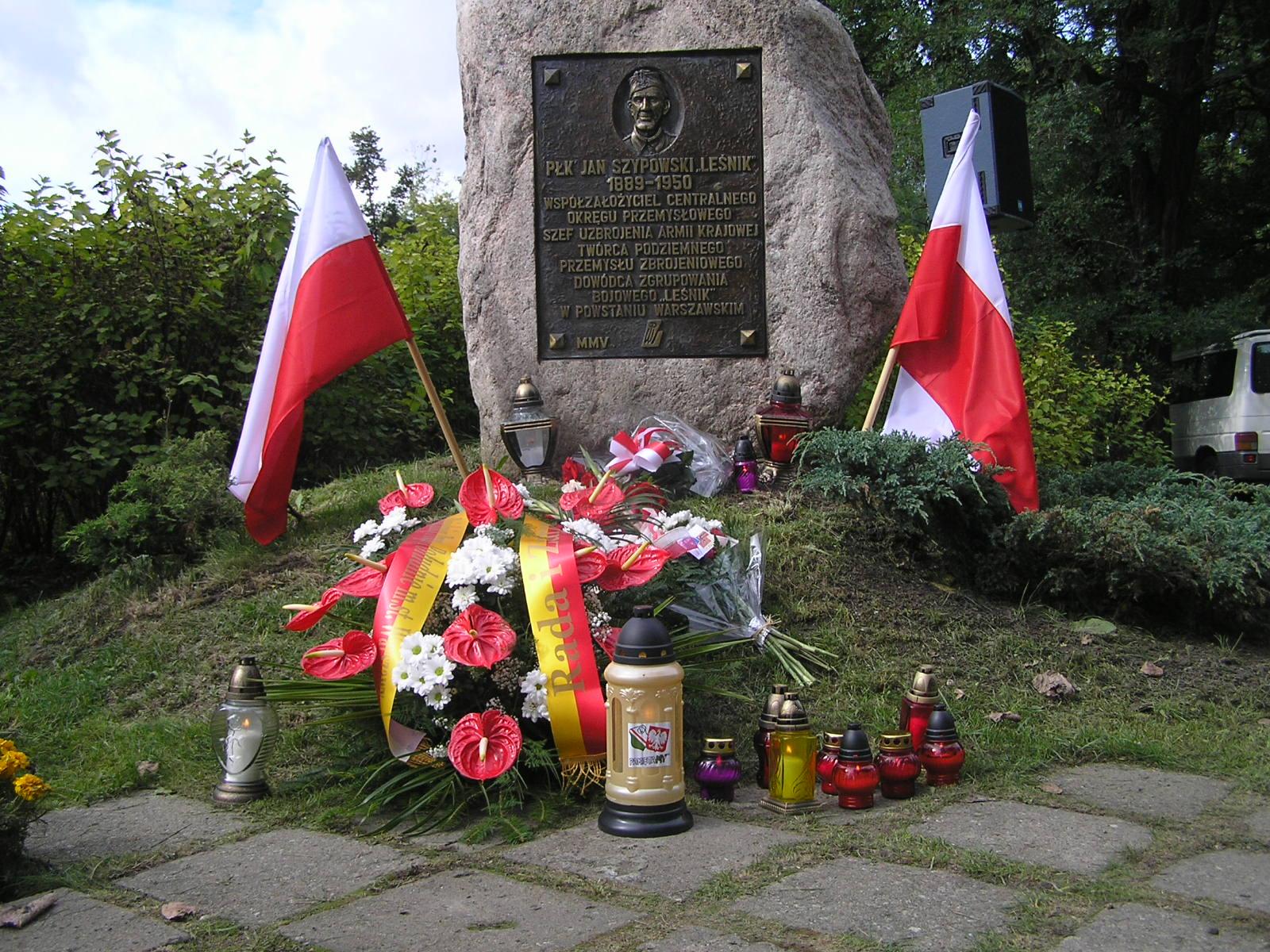 Uroczyste odsłonięcie pomnika-głazu płk. Jana Szypowskiego
