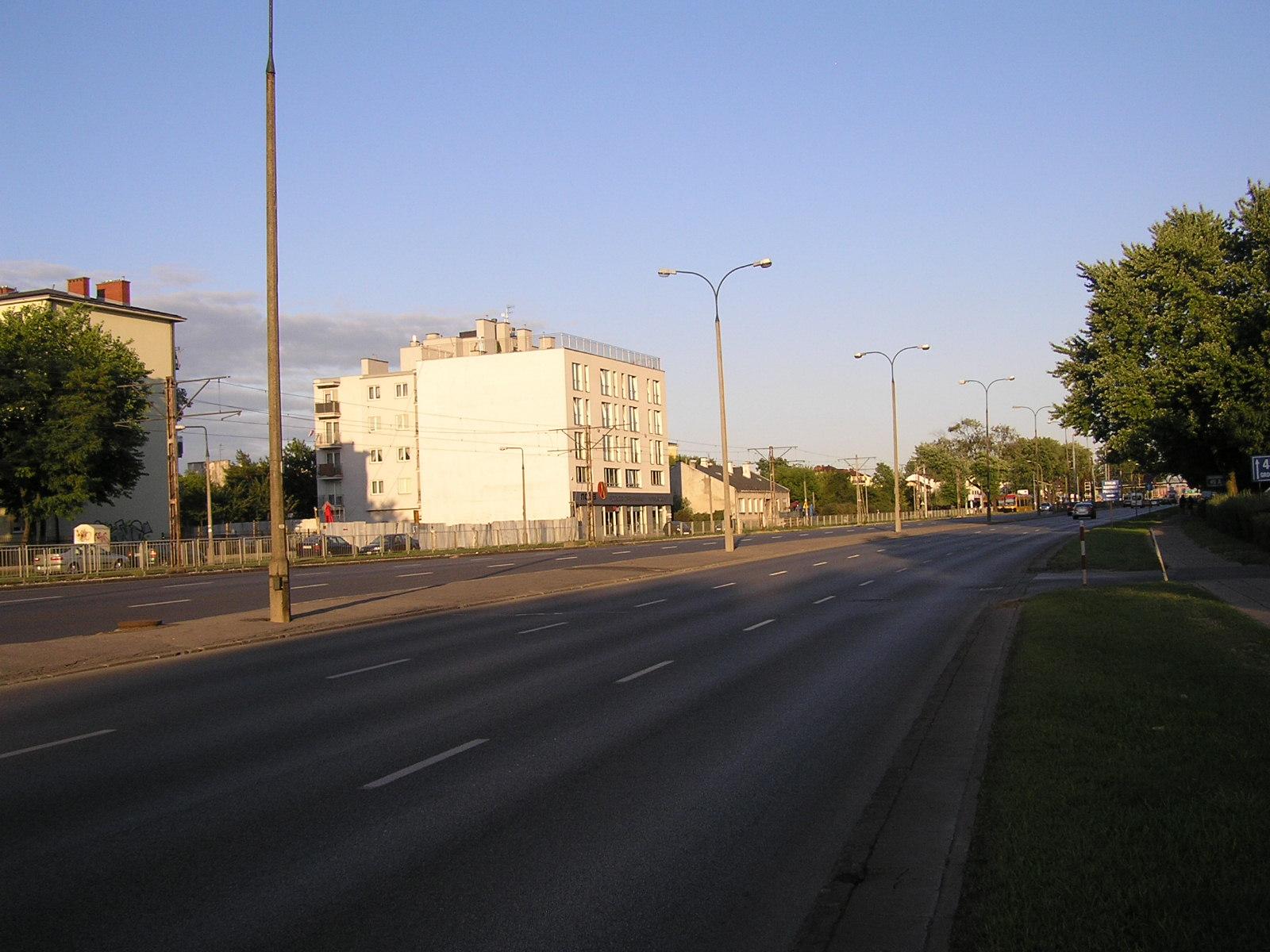 ZDM sprawdzi latarnie na Grochowskiej. Uszkodzone będą wymieniane