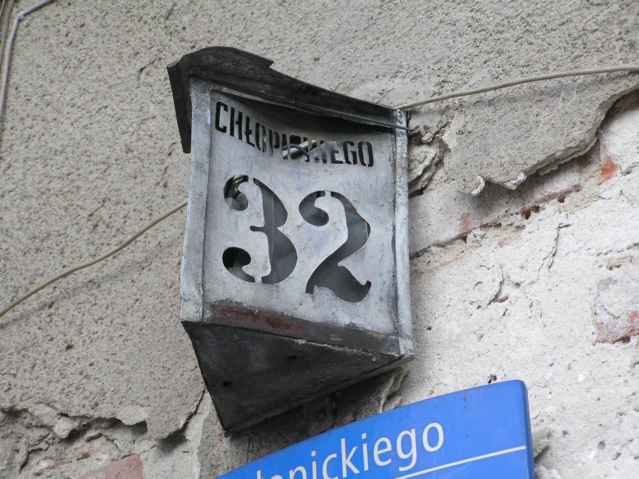 Latarenka adresowa - Chłopickiego 32