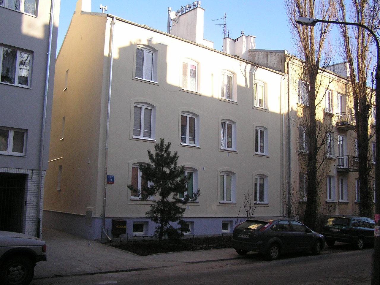 Kamienica przy ulicy Dobrowoja 6 na Grochowie