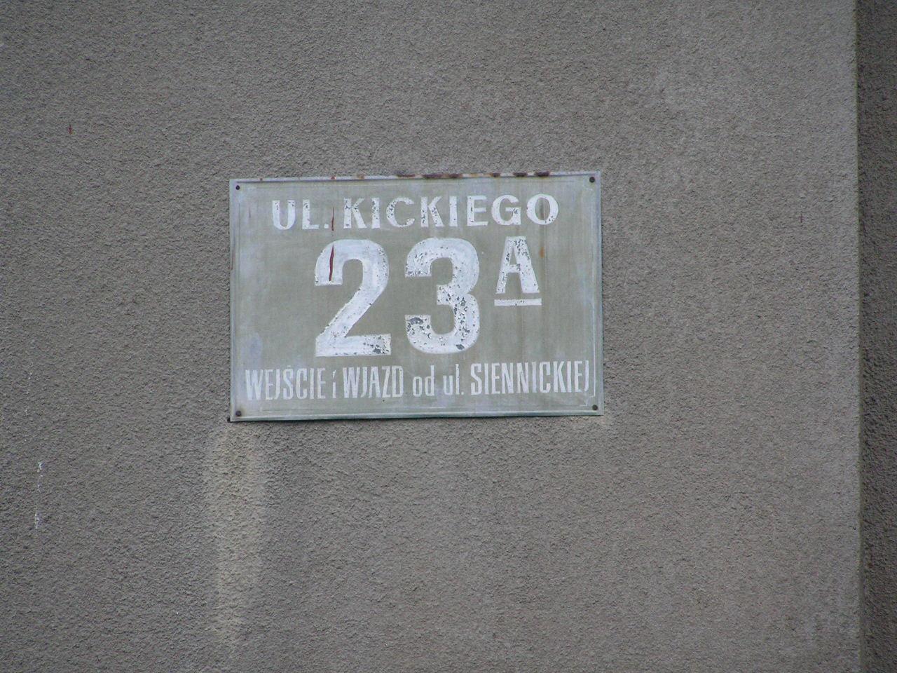 Tablica adresowa przy ulicy Kickiego 23A na Grochowie