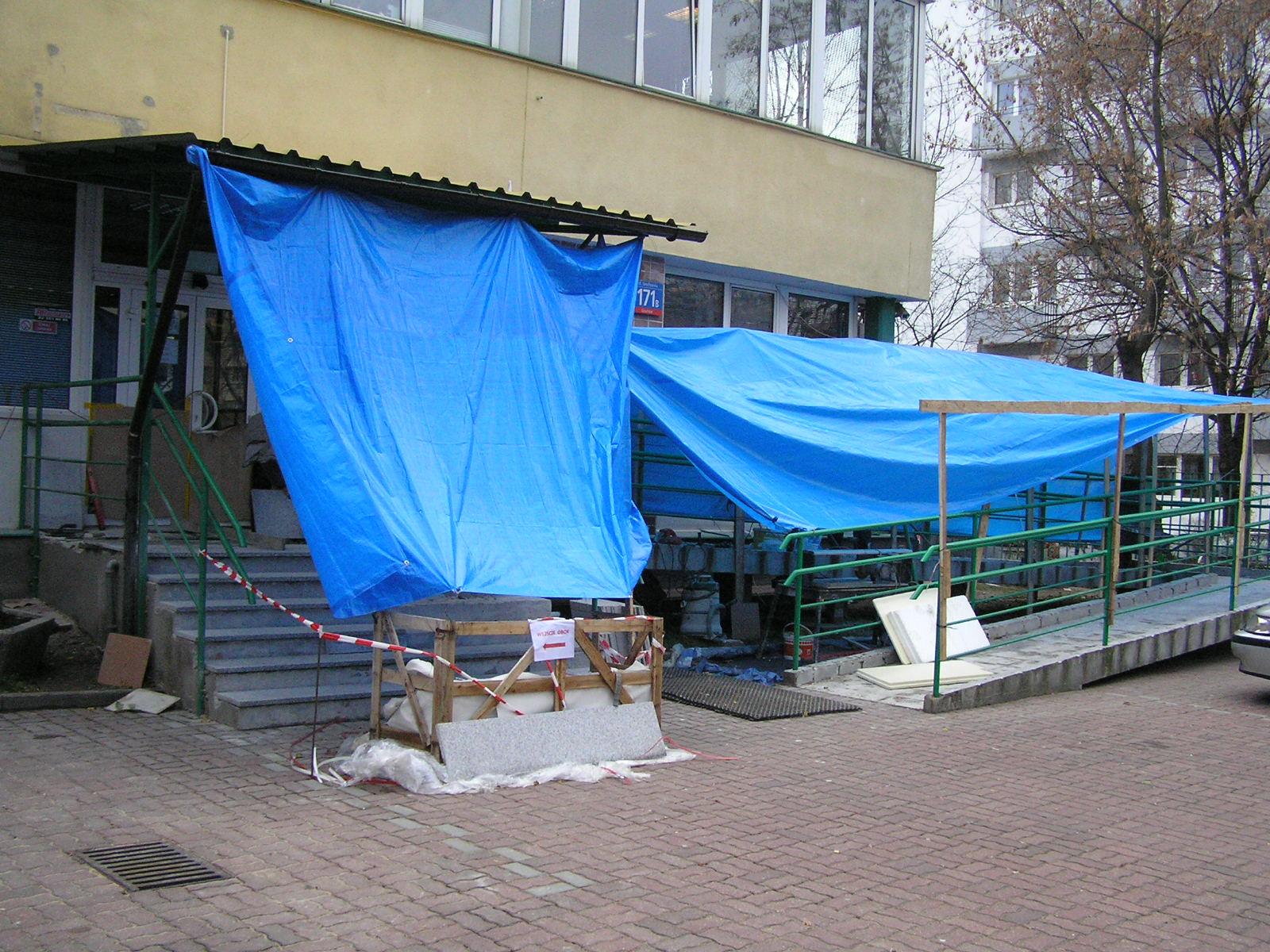 Ruszył remont schodów przed Urzędem Pracy