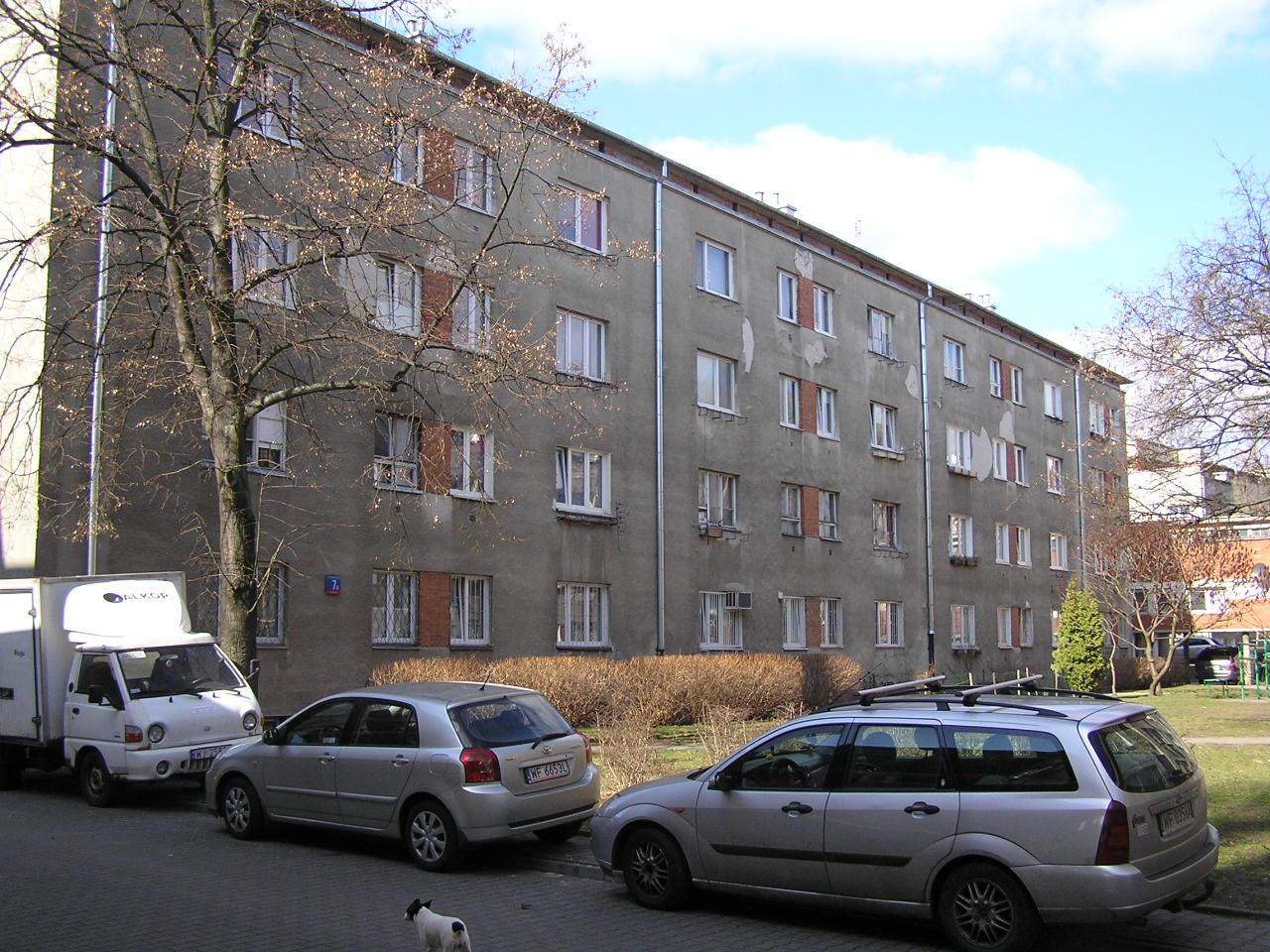 Budynek przy ulicy Podskarbińskiej 7A na Grochowie