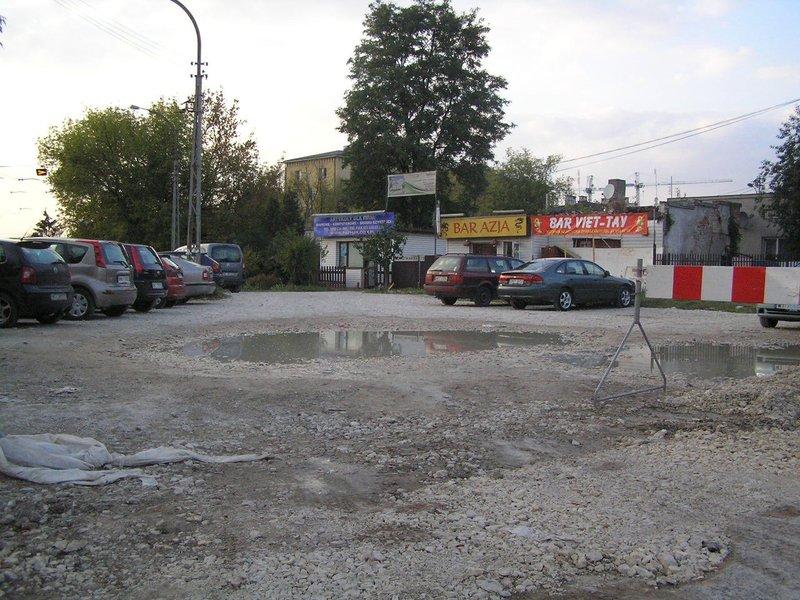 Opłakany stan parkingu przy pętli Gocławek