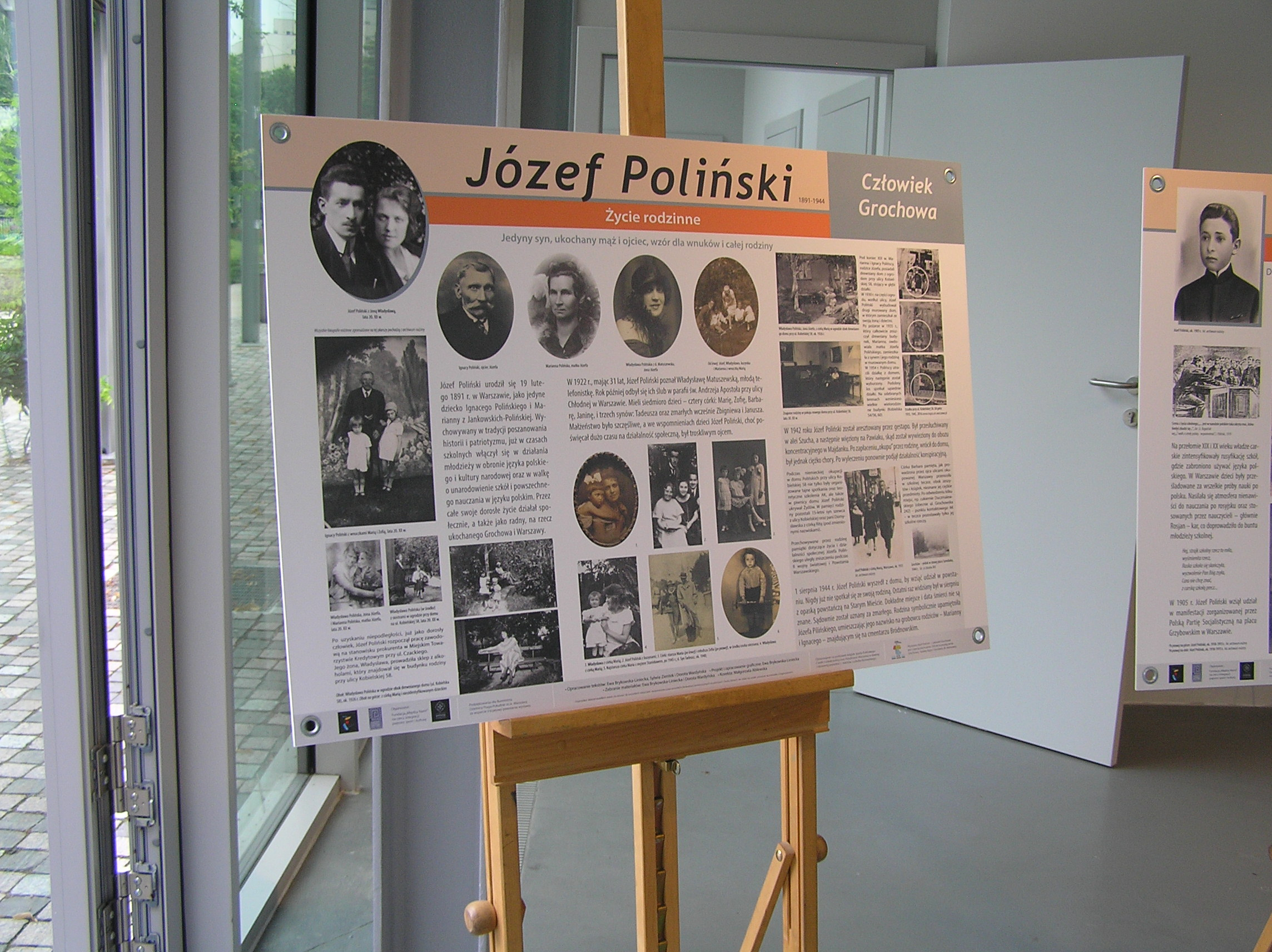 Wystawa poświecona Józefowi Polińskiemu na terenie parku Jego imienia