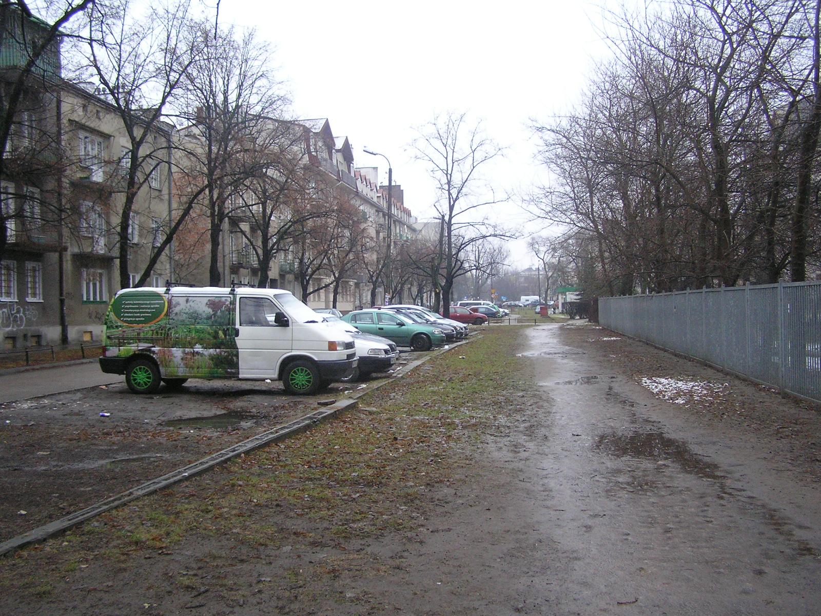 Koniec prowizorki - chodnik i miejsca postojowe jeszcze w tym roku