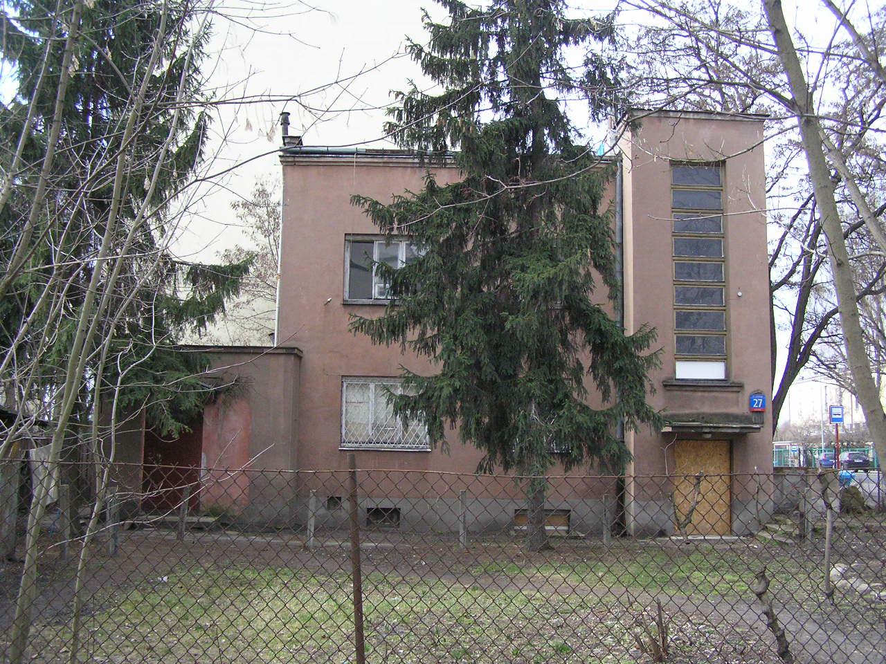 Budynek przy ulicy Kickiego 27 na Grochowie