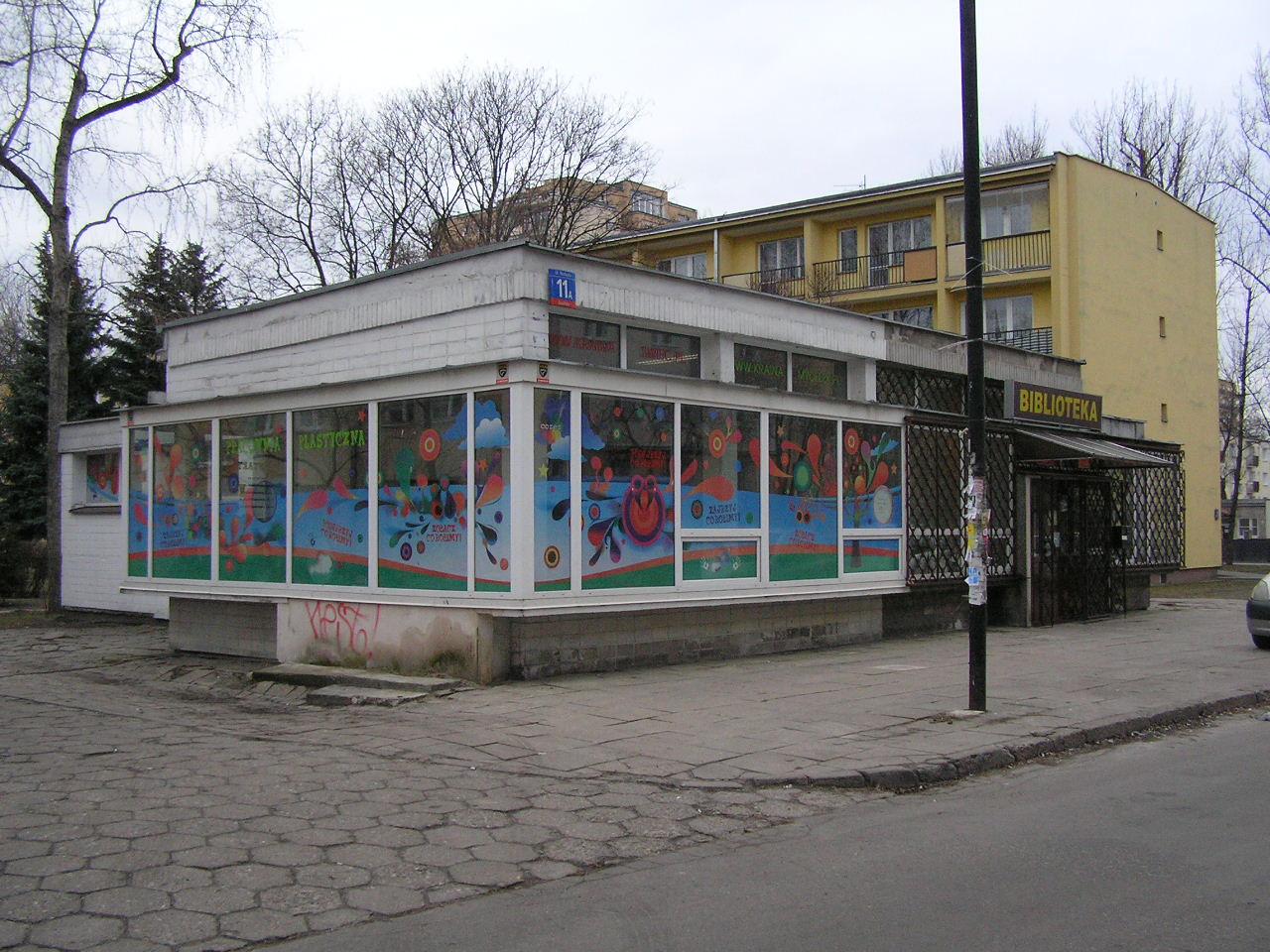 Budynek przy ulicy Rozłuckiej 11A na Grochowie
