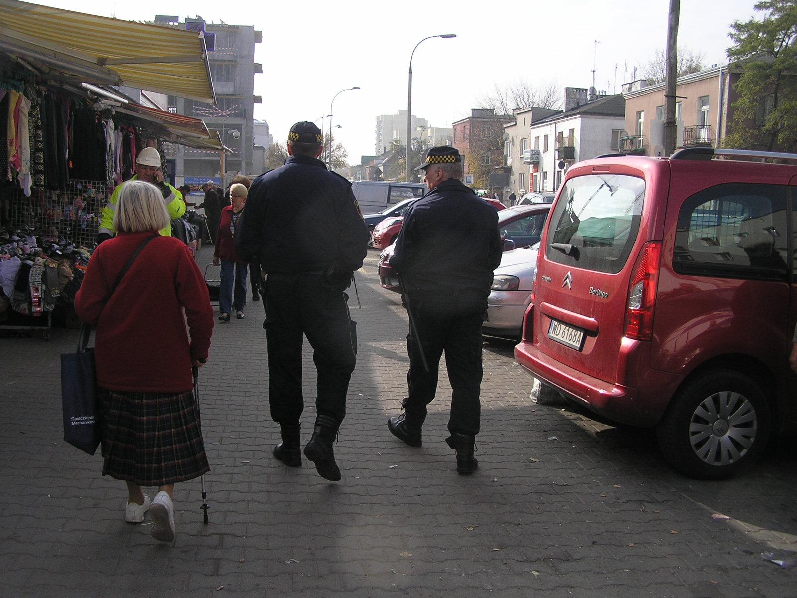 Pił alkohol na ulicy i znieważył strażników miejskich