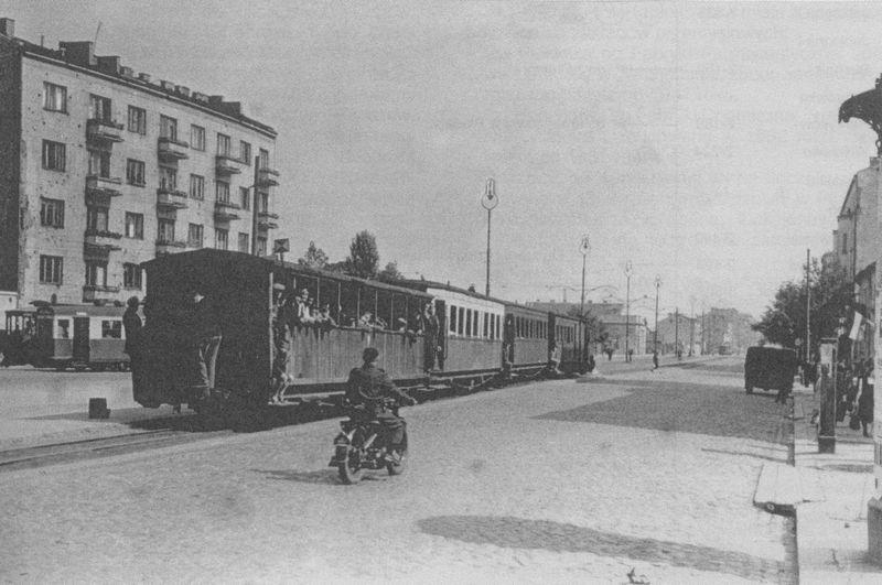 Kolejka na ulicy Zamoyskiego w kierunku Grochowa