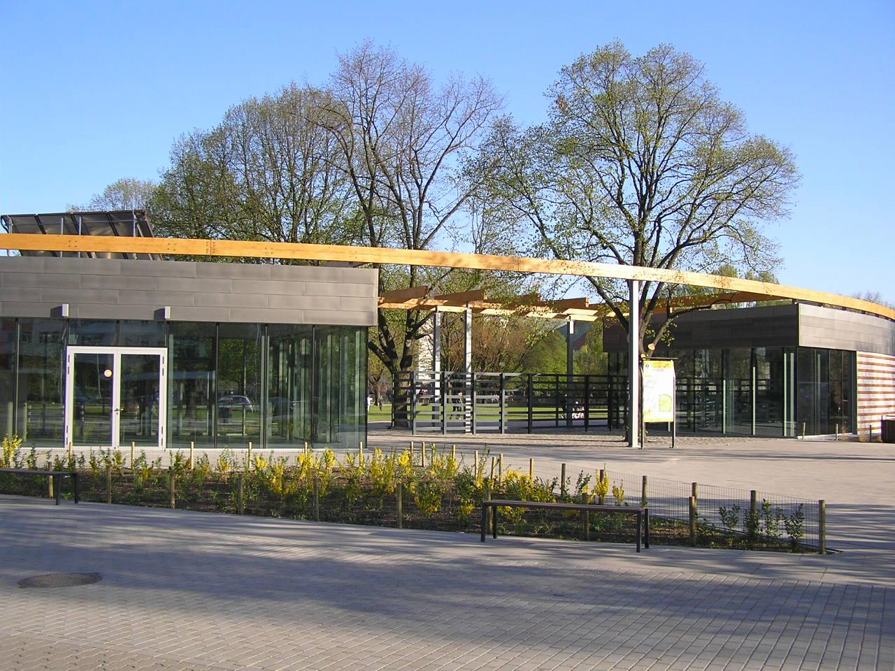 Pawilony w parku Polińskiego z adresami