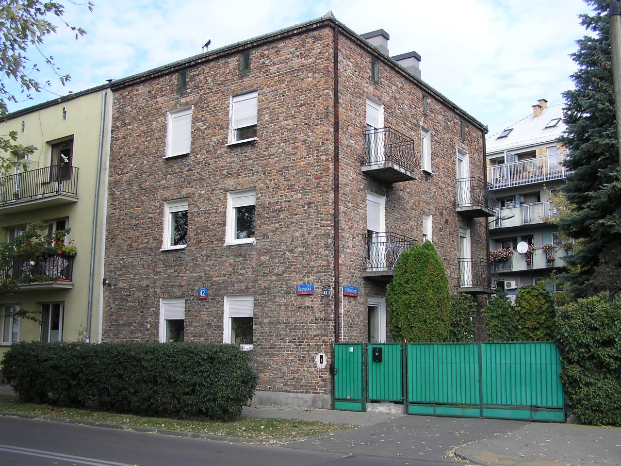 Budynek przy ulicy Osowskiej 42 na Grochowie