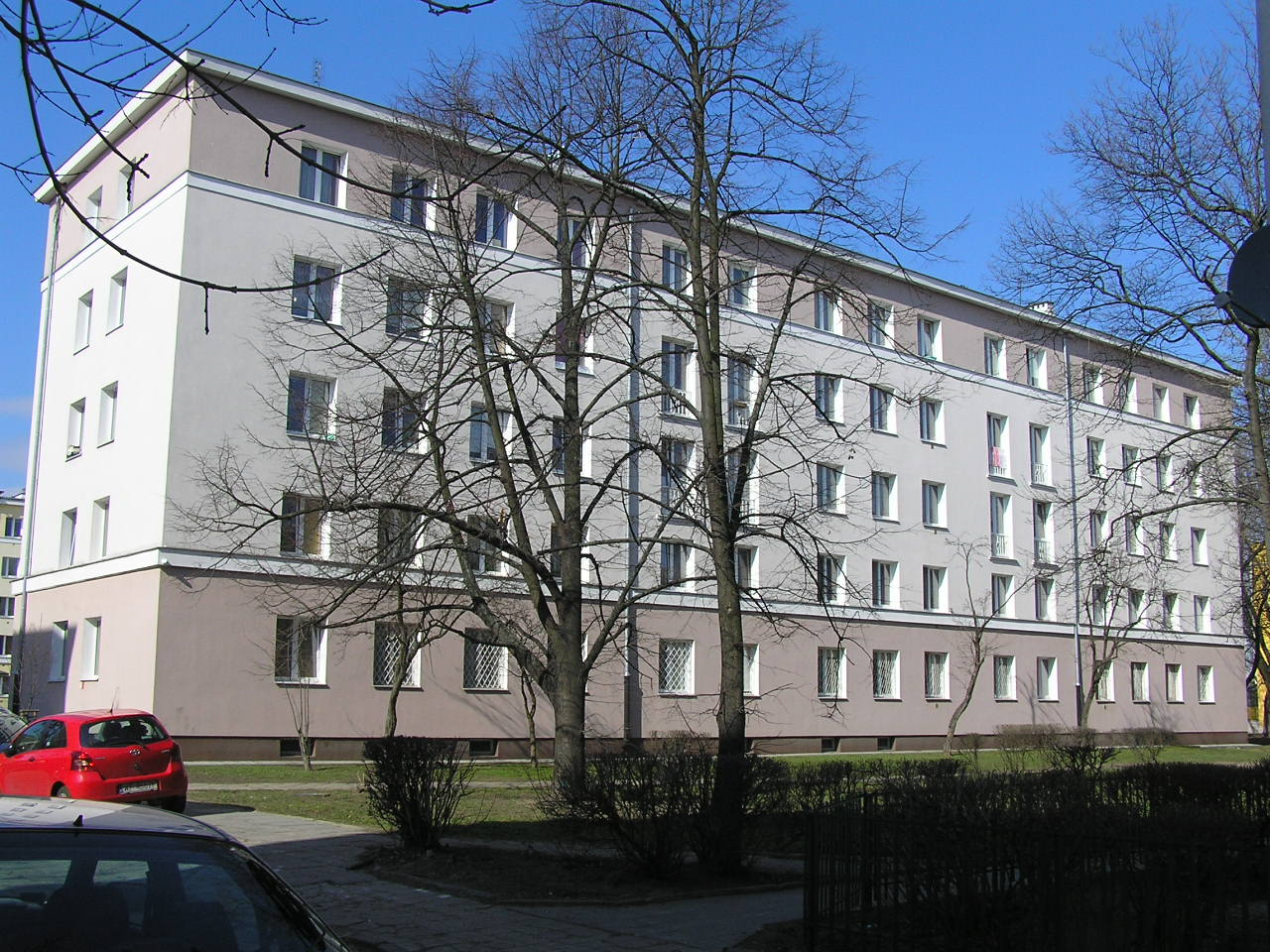 Budynek przy ulicy Podskarbińskiej 10B na Grochowie