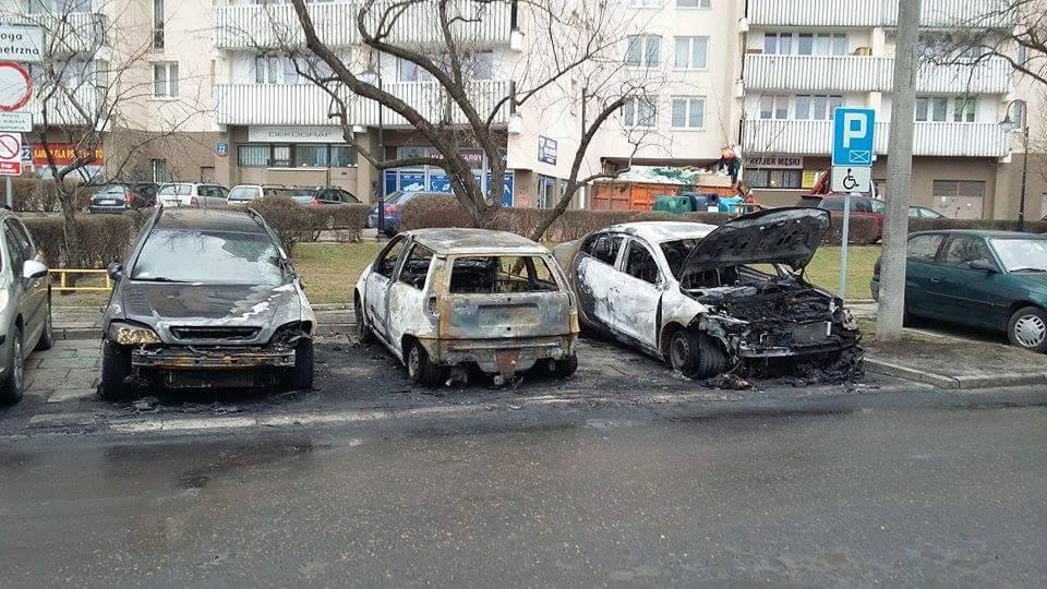 Pożar trzech samochodów na Igańskiej