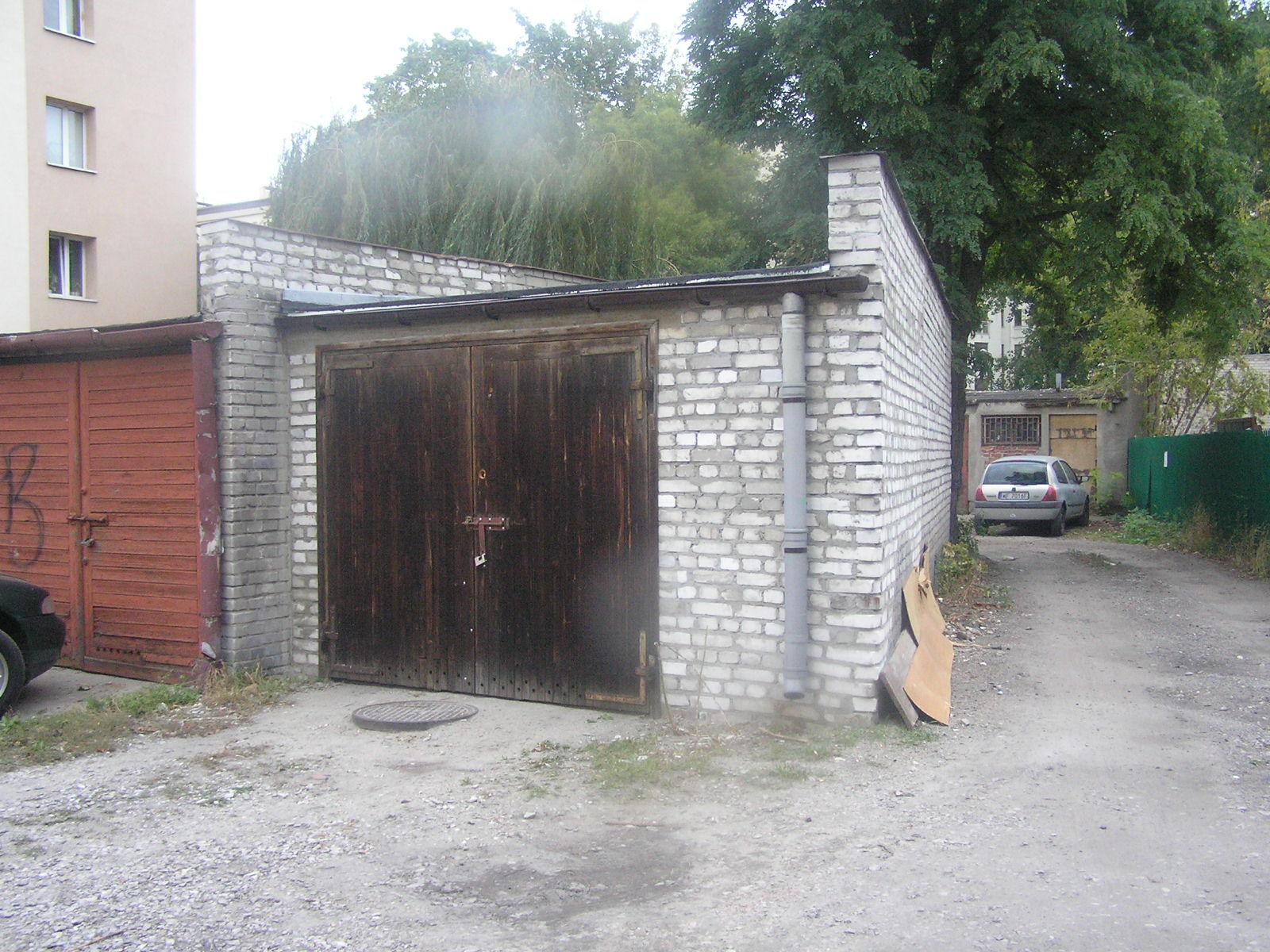 Uszkodzony garaż został naprawiony
