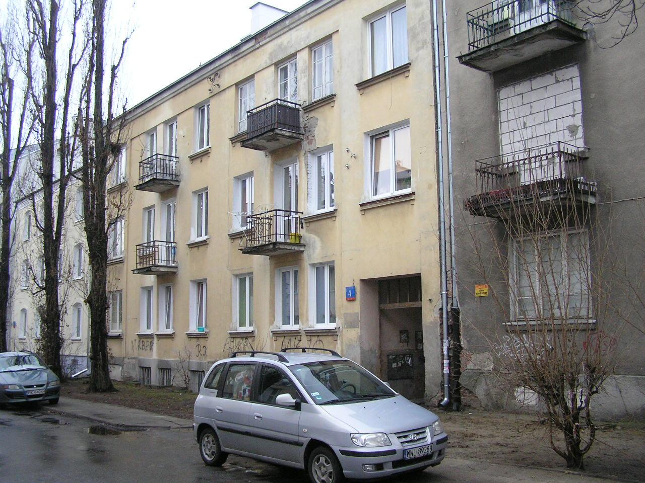 Kamienica przy ulicy Dobrowoja 4 na Grochowie