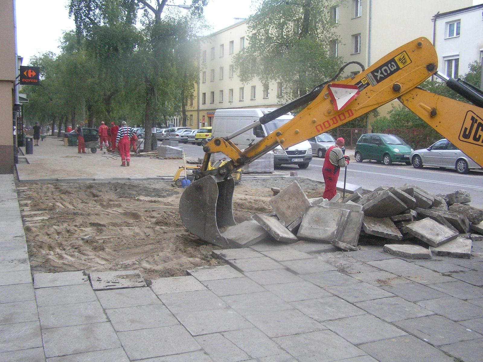 Wymiana nawierzchni chodnika na ulicy Międzyborskiej