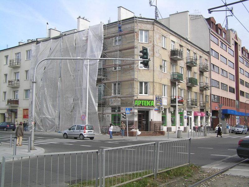 Nowa elewacja kamienicy przy Grochoskiej 128
