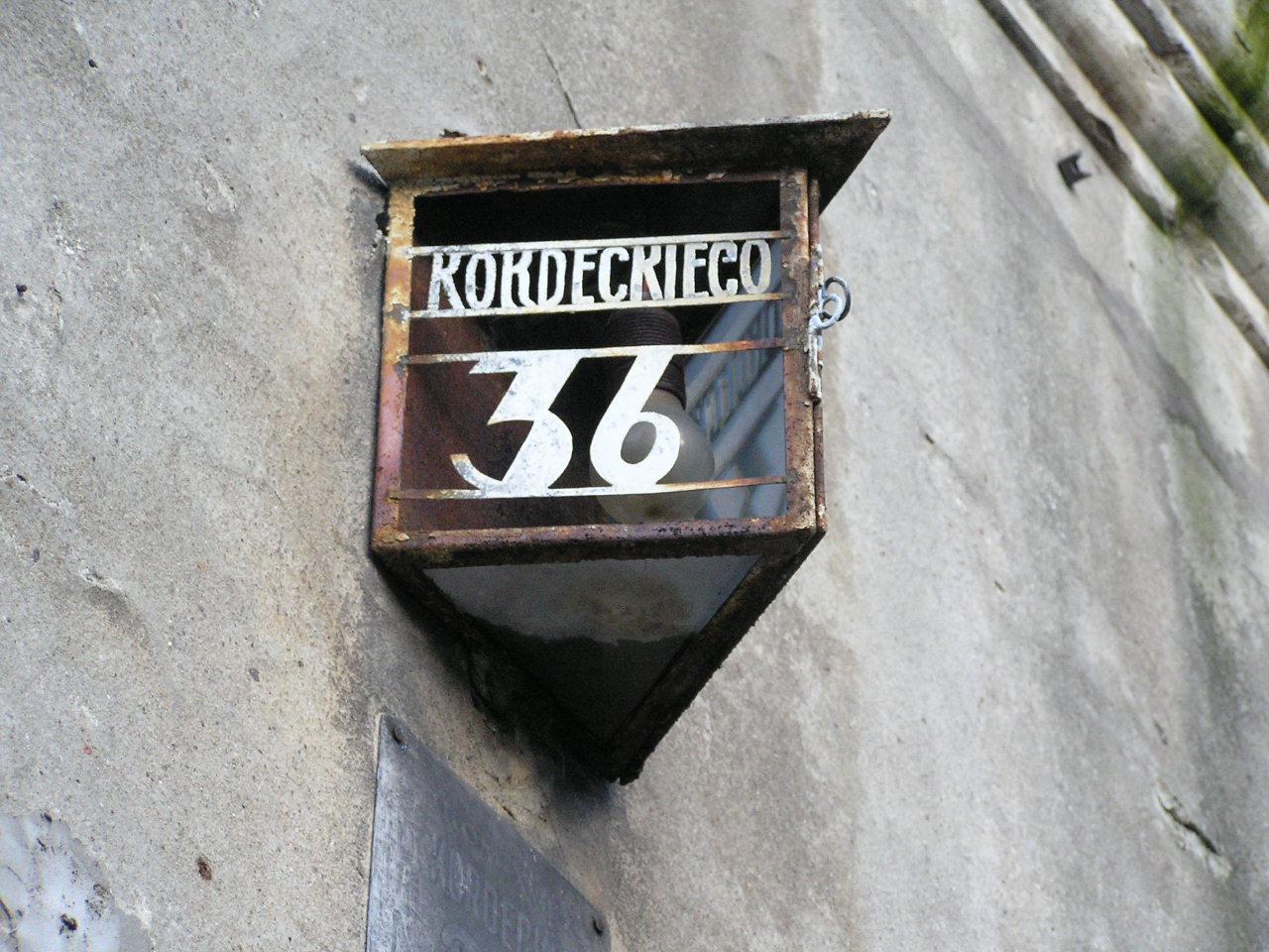 Przedwojenna latarenka adresowa na Kordeckiego 36