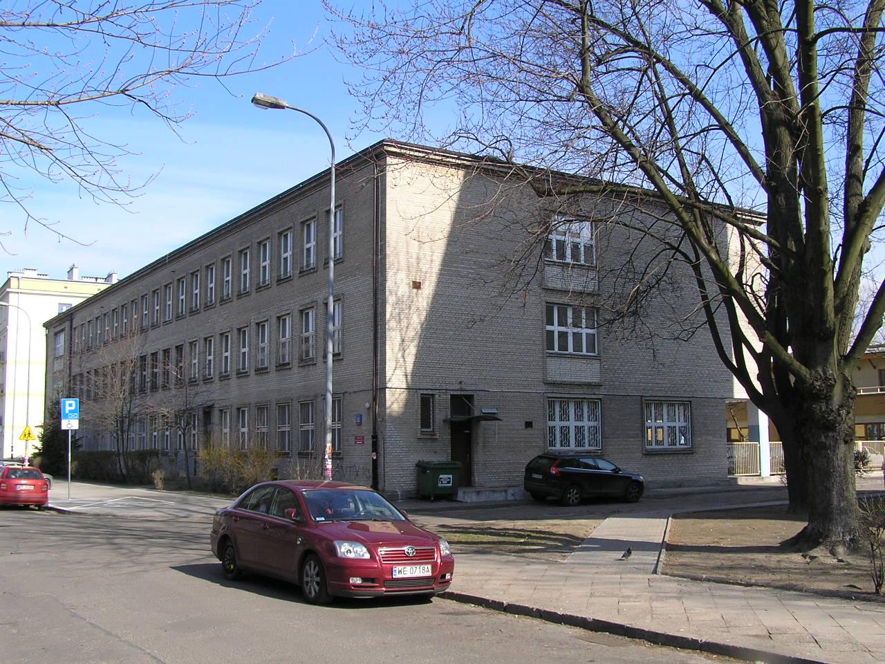 Budynek przy ulicy Siennickiej 40 na Grochowie