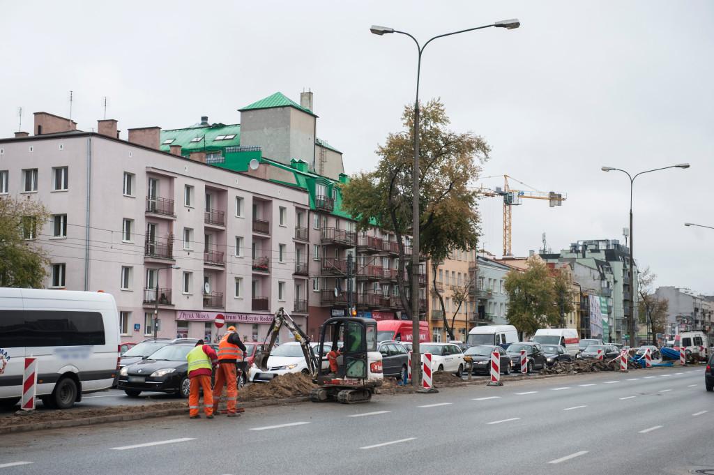 Rozpoczęły się prace na ul. Grochowskiej związane z wymianą oświetlenia