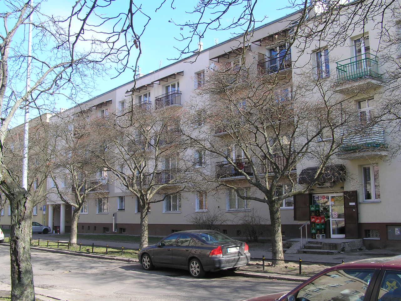 Budynek przy ulicy Siennickiej 32 na Grochowie