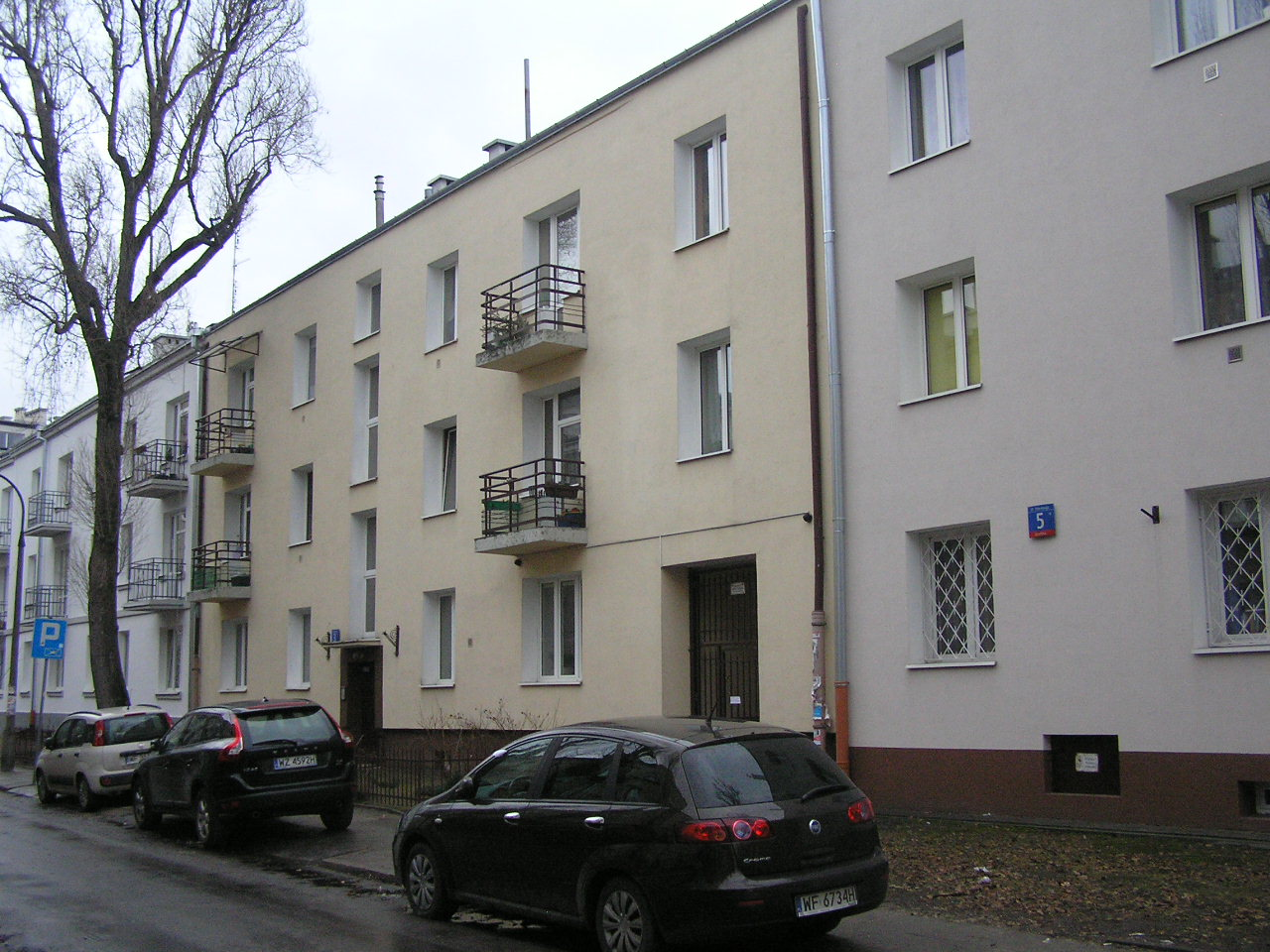 Kamienica przy ulicy Dobrowoja 3 na Grochowie