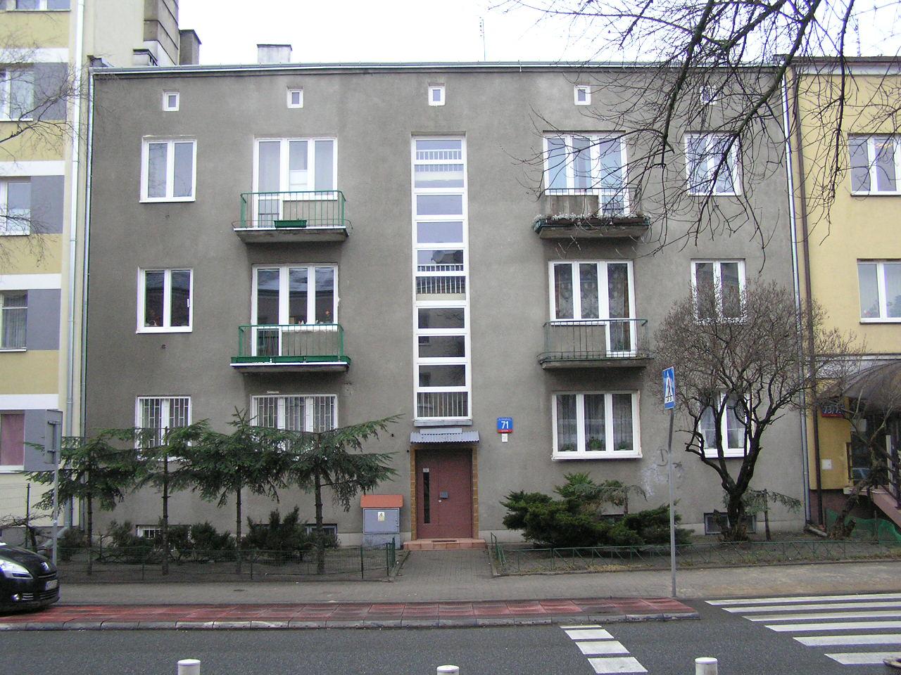 Budynek przy ulicu Grenadierów 71 na Grochowie