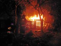 Pożar altanki na Makowskiej, fot. asp. Dariusz Olszewski