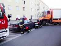 Kolizja samochodów na skrzyżowaniu ul. Grenadierów i Al. Waszyngtona, fot. st. sekc. Konrad Gąska