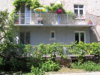 Czapelska 30 - przedwojenny i współczesny balkon